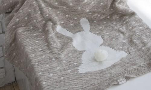 Вязаный плед-зайка для новорожденных