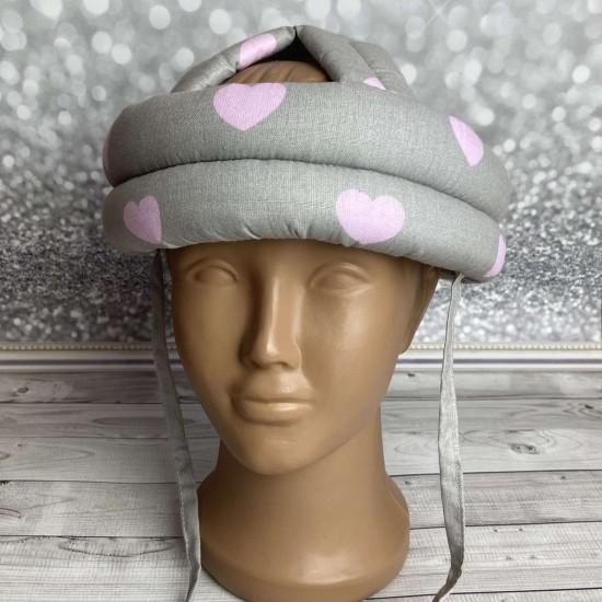 """Детский защитный противоударный мягкий шлем от ударов  """"Сердечки розовые на сером"""""""
