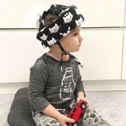 """Детский защитный противоударный мягкий шлем от ударов """"Котики на черном"""""""